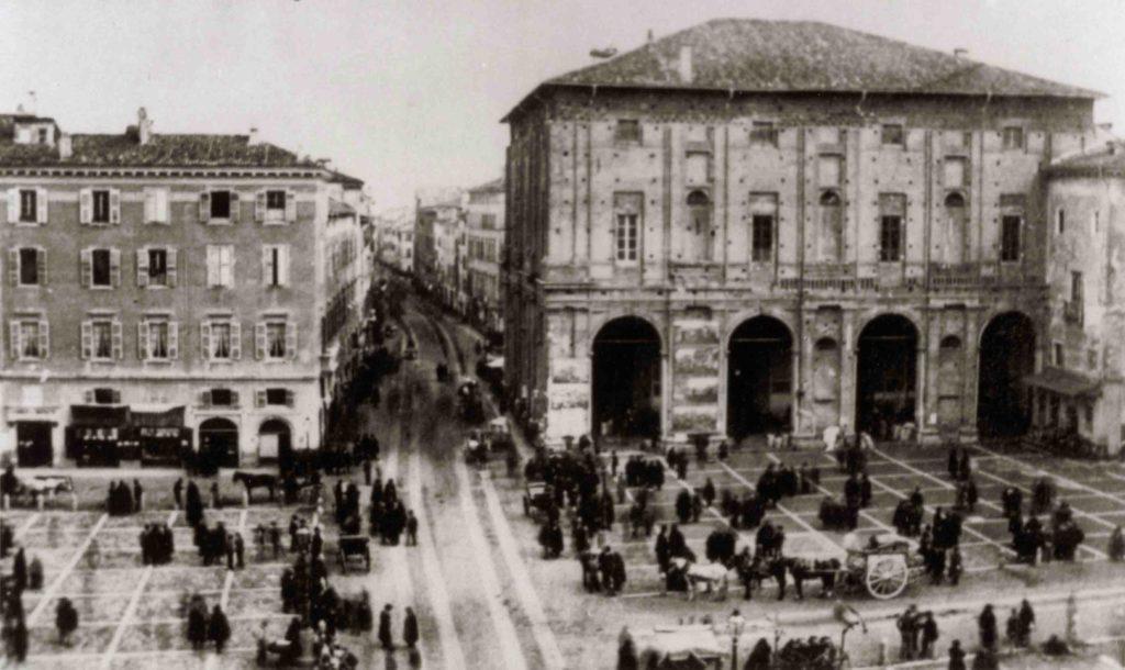 01.11 - Piazza Grande - Mercato, fine 800