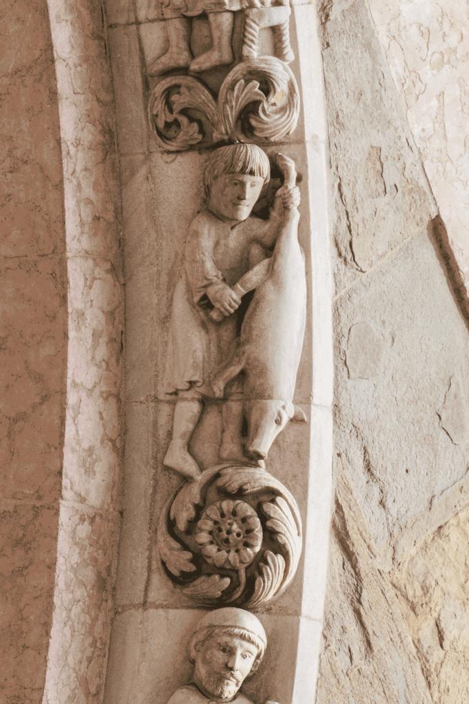 08.02---Parma,-Cattedrale,-protiro---Novembre-macella-il-maiale-2